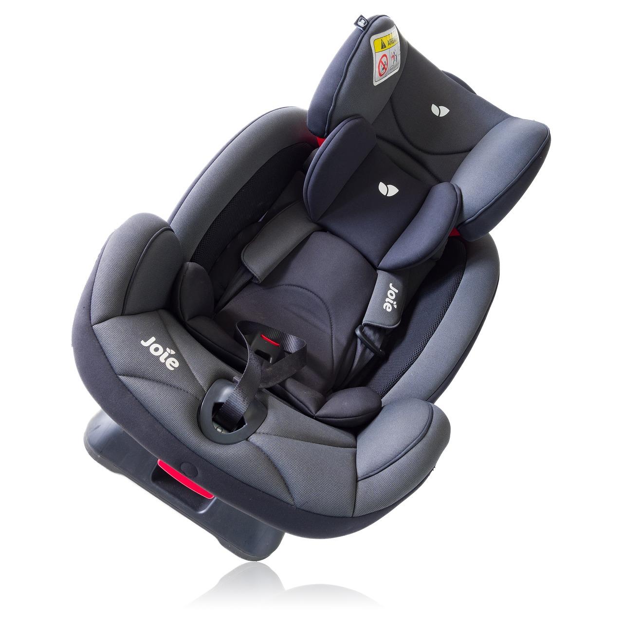 Foteliki samochodowe: bezpieczne podróżowanie z dzieckiem