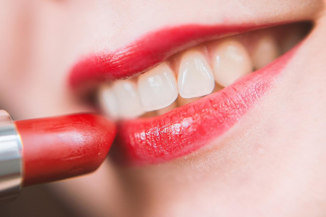 Piękne usta z pomocą kwasu hialuronowego